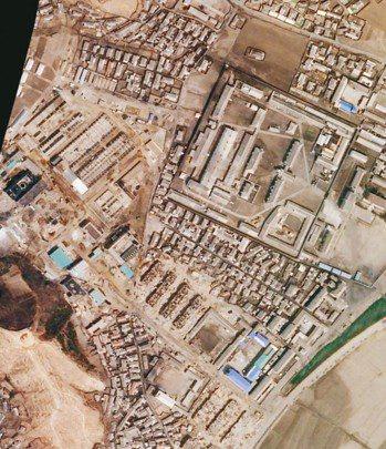 根據衛星影像,北韓剛完成一座重要飛彈工廠的擴建工程。圖為4月1日拍攝。 美國衛星...