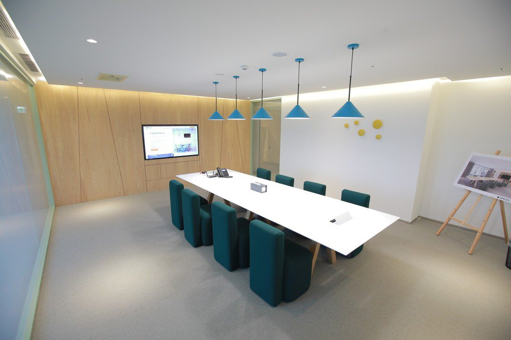 Spaces規劃有個人辦公桌、獨立辦公室、商務會議室之外,更配置有公共交誼空間、...