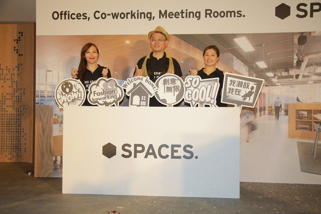 Spaces台灣區總裁許恒豪(中)揭幕位於新竹暐順經貿大樓。 Spaces/提供