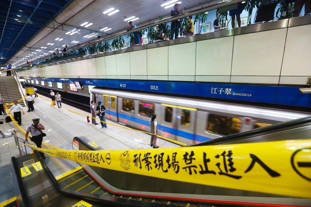 2014年台北捷運發生隨機殺人案,案發後現場由警方封鎖調查。 圖/聯合報系資料照