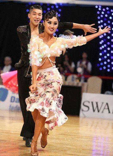 林詠鉦/林沛臻在21歲以下青年A組公開拉丁舞奪冠,而亞洲成人A組公開拉丁舞則獲一...