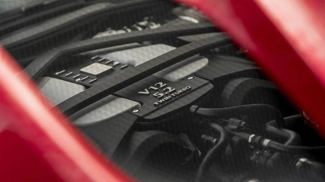 5.2升V12雙渦輪增壓引擎,就是這隻猛獸的動力來源。 摘自Aston Martin