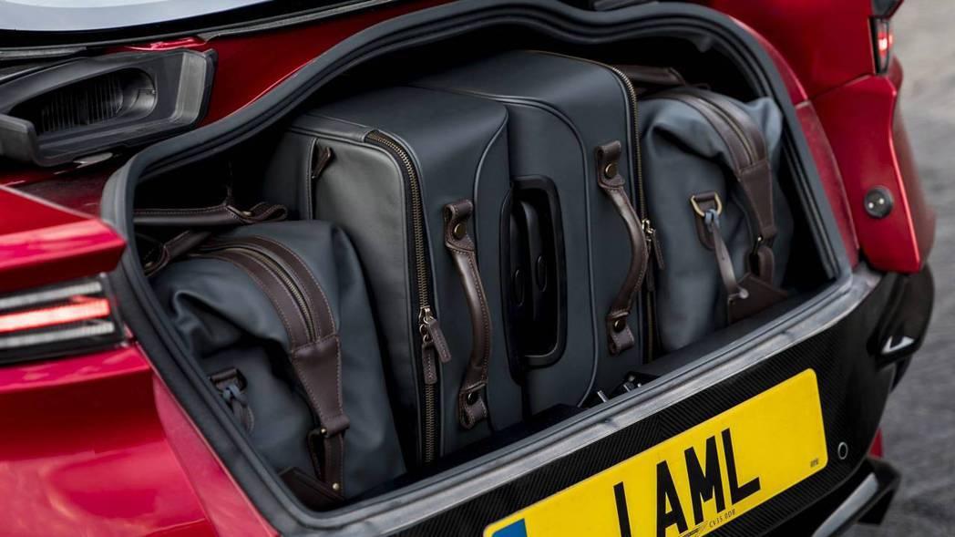 即便是超級GT跑車,行李廂還是有一定程度的容量。 摘自Aston Martin