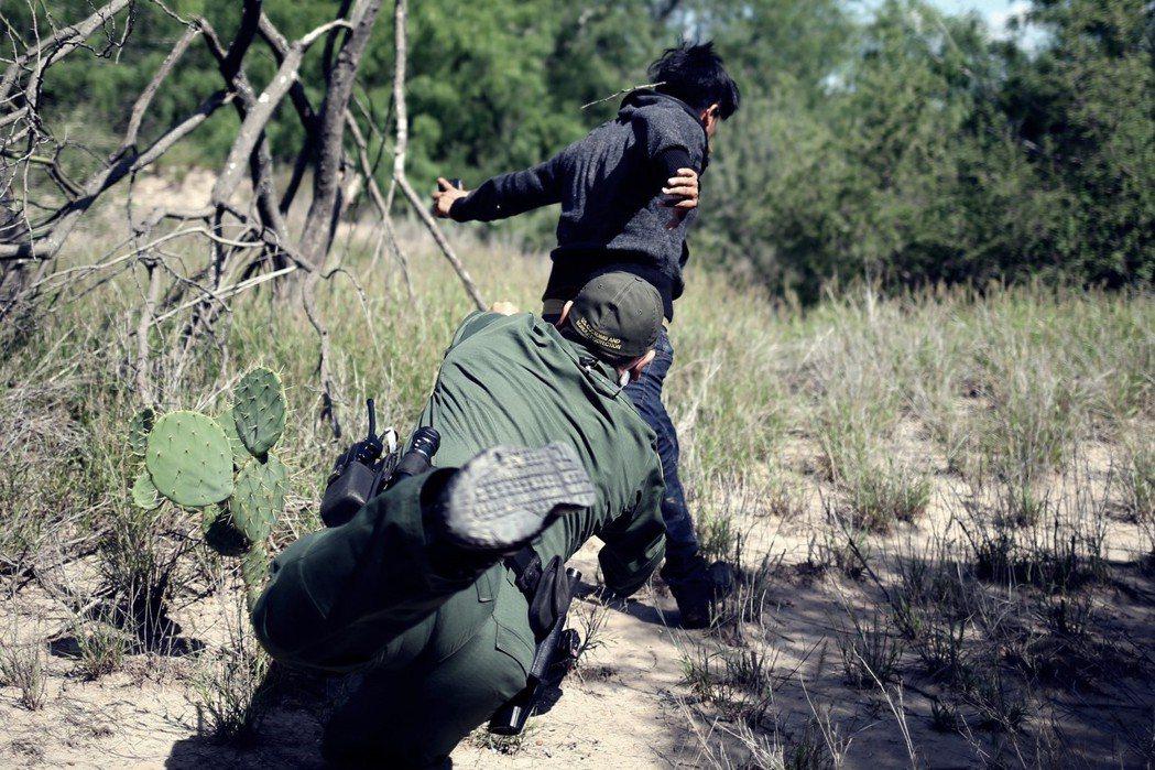 檢察總長宣稱零容忍只是一種「遏制」行為 ,目的是為了不要讓非法移民跨越邊境的行為...