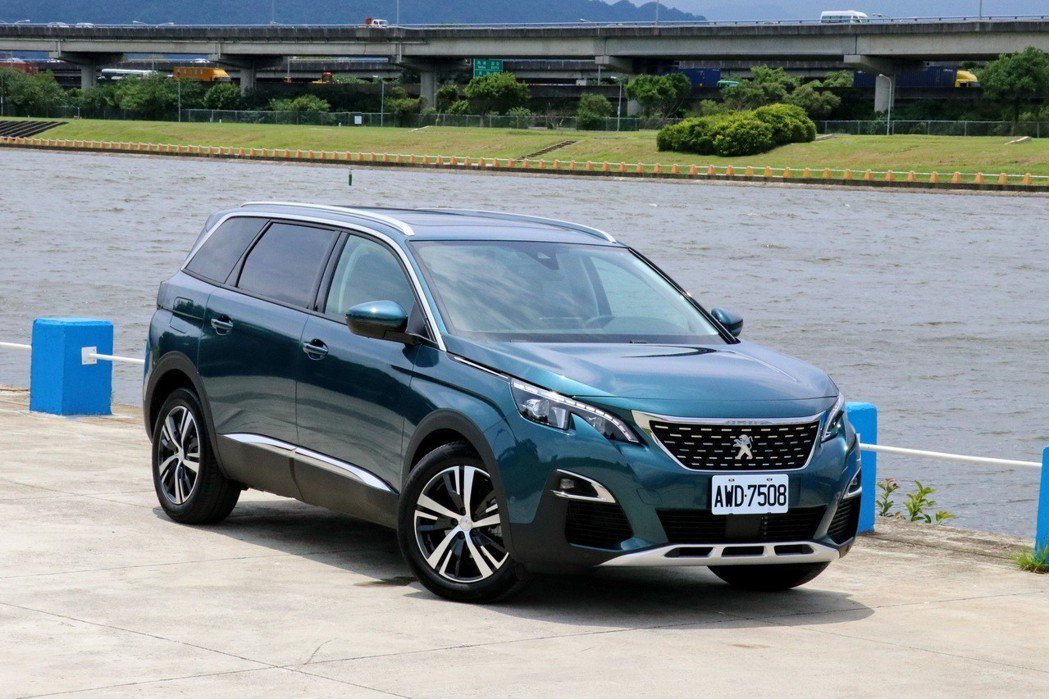 Peugeot 5008 1.6L BlueHDi。 記者陳威任/攝影
