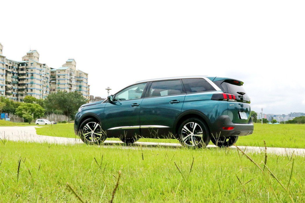 Peugeot 5008從過去的MPV外型轉變為休旅車風格。 記者陳威任/攝影
