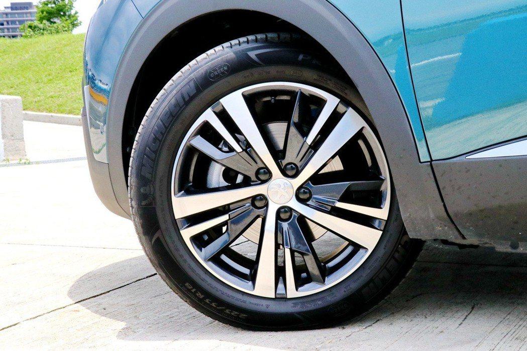 Allure車型採用了18吋雙色輪圈。 記者陳威任/攝影