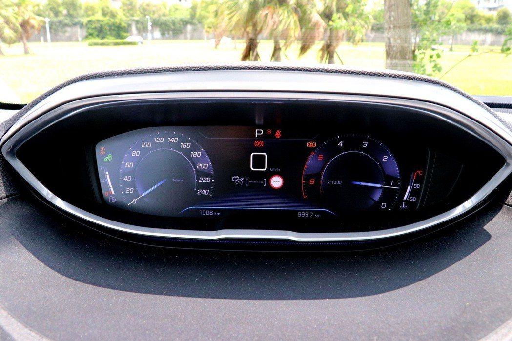 全車系標準配備12.3吋全數位式儀表板。 記者陳威任/攝影