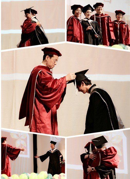 臺師大EMBA師長為105級畢業生撥穗、頒發畢業證書,濃厚的師生情誼溢於言表。 ...
