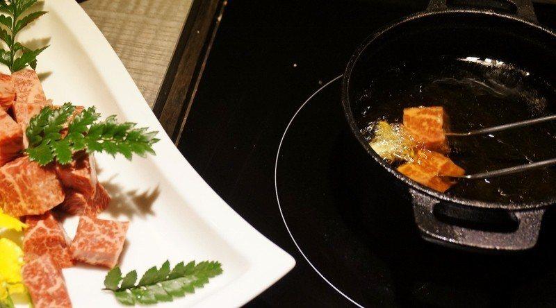 瑞士橄欖油鍋炸骰子牛。 徐谷楨/攝影
