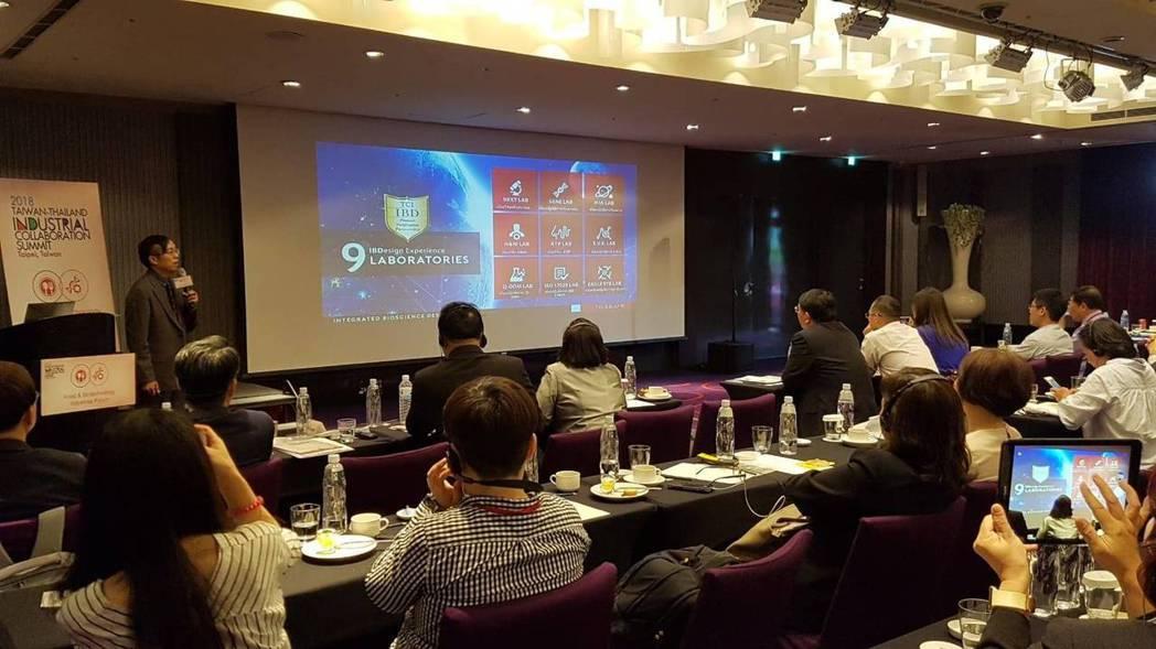 大江生醫全球業務總監王宏福特別在2018台泰產業鏈結高峰論壇代表台灣食品生技產業...