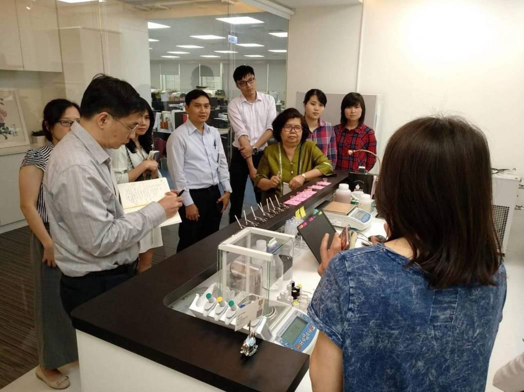 由泰國中央研究院TISTR及泰國創新發展院TDRI等主管及專家組成的參訪團,南下...
