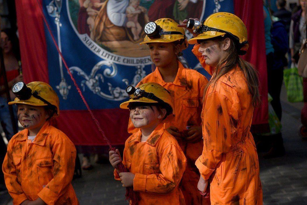 「以礦工女兒為榮!」1984年的「婦女反對礦坑關閉運動」震撼了當年以中產階級為主...