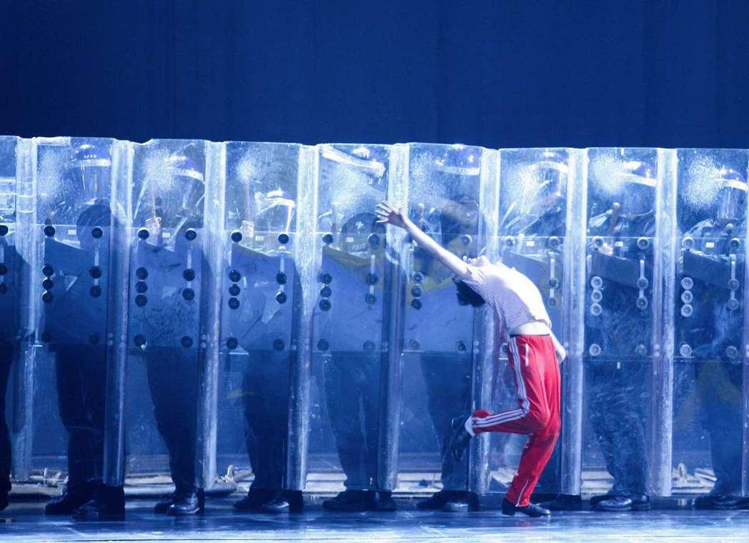 跳著抗爭的芭蕾舞。圖為《舞動人生》(Billy Elliot)音樂劇。 圖/路透...