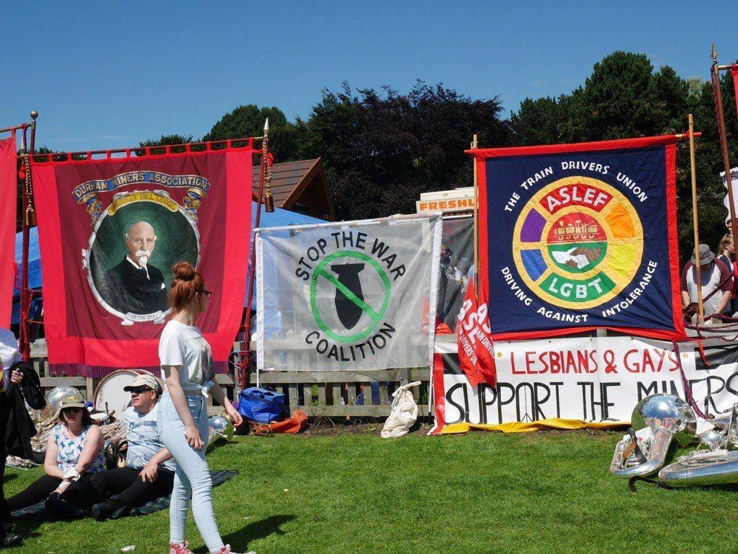 遊行宛若是一個當代社會運動發聲的「大平台」,共產黨、社會主義黨、各種工會和NGO...