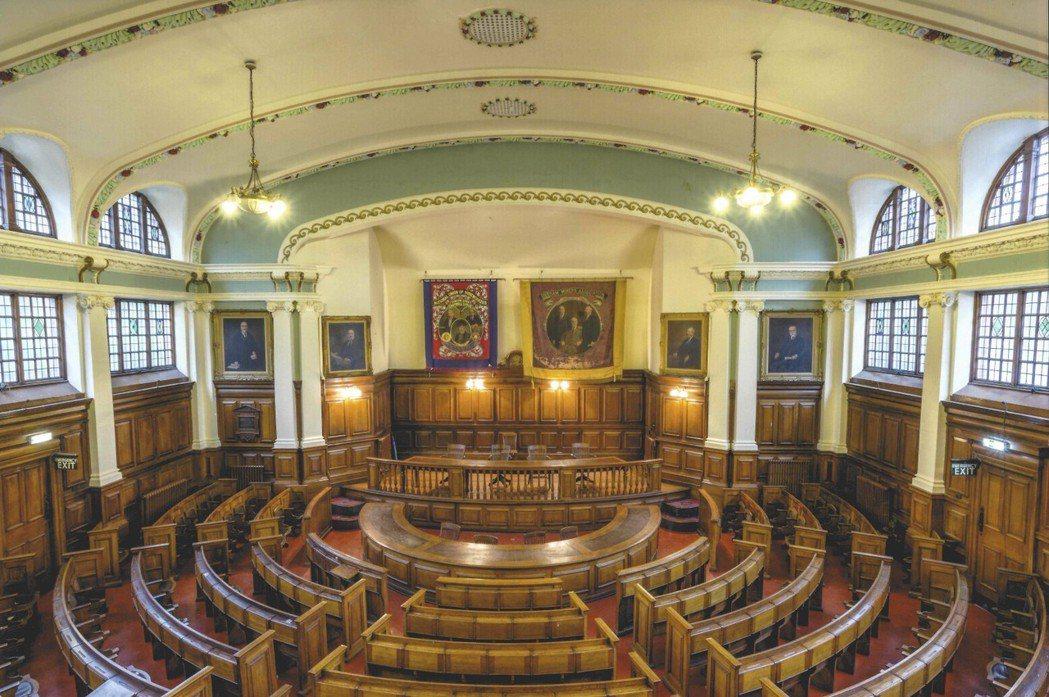 新的杜倫礦工大會堂在1915年啟用,是工會開會的場所,偶爾也做為社區的表演場地使...