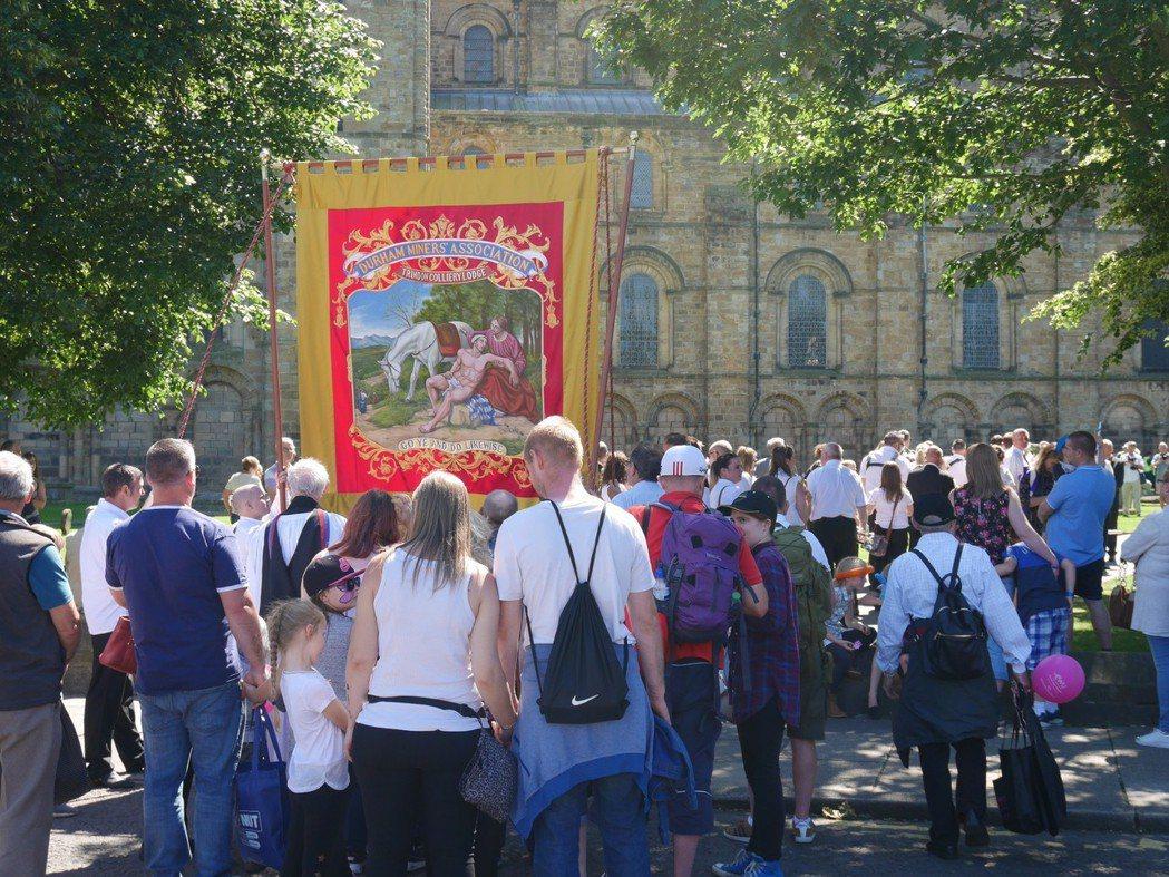 遊行的尾聲來到杜倫大教堂。「杜倫礦工節慶禮拜」(Durham Miners Fe...