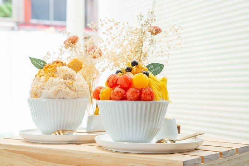 曬太陽的好日子210元(前)/擺上當季水果與自製手工果醬,造型繽紛,呈現清爽氣息...
