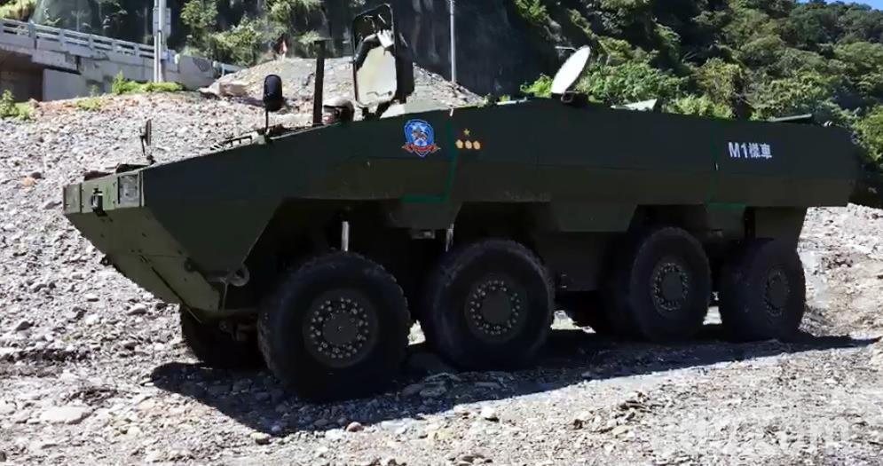 軍備局209廠自行研發的「雲豹二代裝甲車」「M1樣車」,上周首度進行複雜地形與涉...