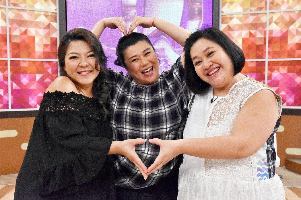 杜詩梅(左起)、林美秀和鍾欣凌3人交情匪淺。圖/衛視中文台提供