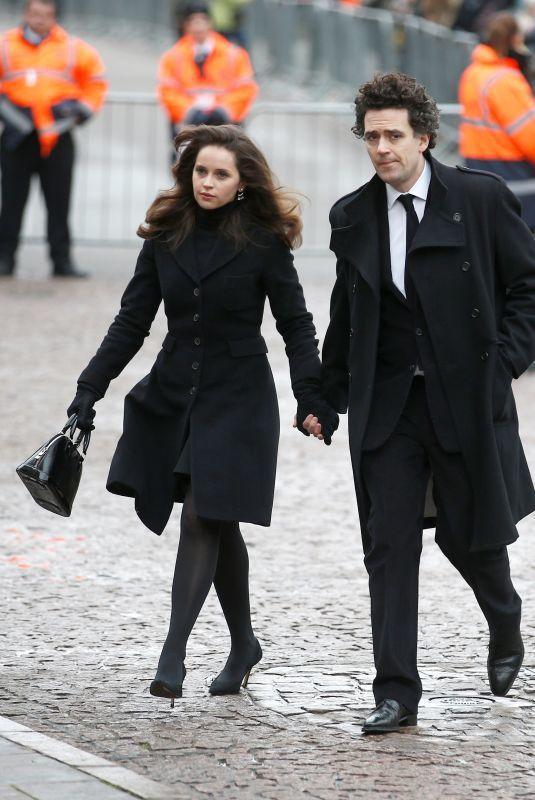 費莉絲蒂瓊斯(左)宣告與大她11歲的導演男友查爾斯蓋德(右)結婚。(路透)