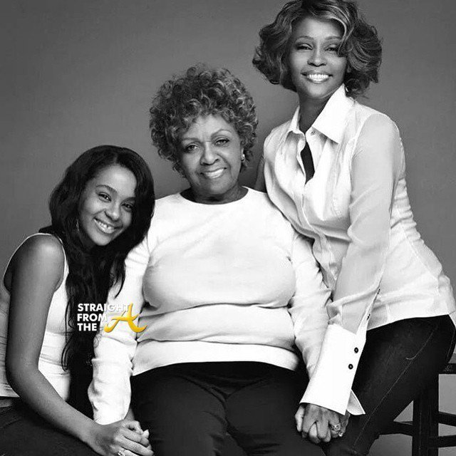 惠妮休斯頓(右)與母親西西休斯頓(中)、女兒芭比克莉絲汀娜布朗(左)的關係相當緊...