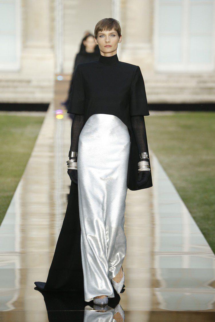 紀梵希秋冬高級訂製服開場的服裝幾乎與赫本穿過的款式相同。圖/紀梵希提供