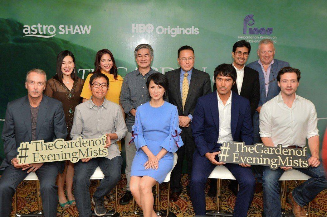 林書宇(前排左二)、李心潔和阿部寬出席記者會。圖/HBO ASIA提供