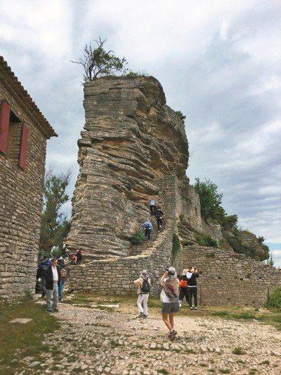 超越彼得梅爾天空之城的羅馬戰略山城,是在地人才知道的祕境。 圖/有行旅提供