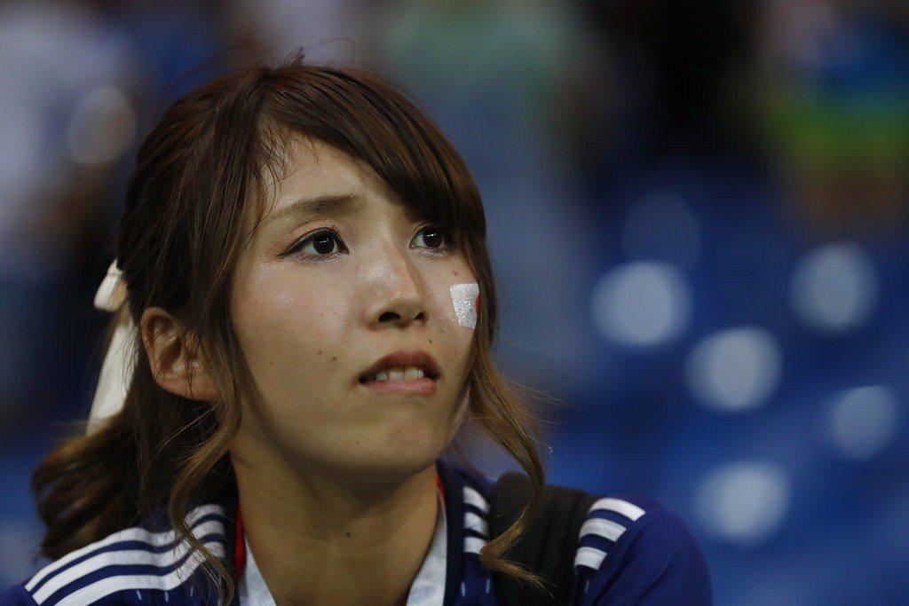 遭比利時絕殺,日本場邊女球迷面露失望。 美聯社