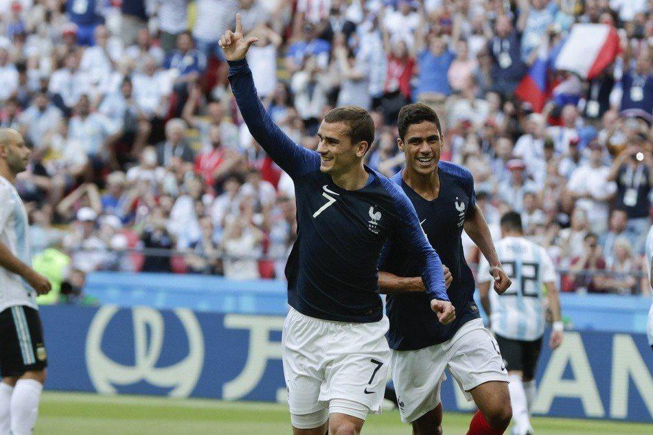 法國射手格里茲曼和烏拉圭兩名球員高汀與希梅內斯是好友。 美聯社