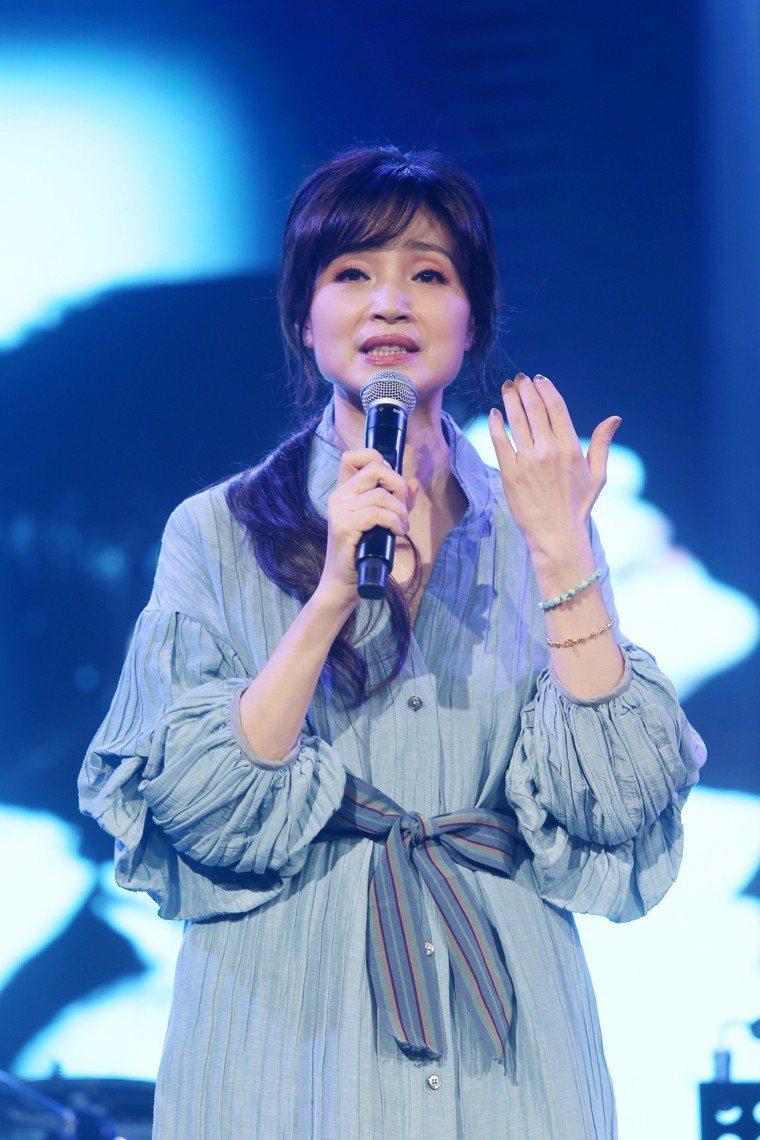 許久未面的方季惟發布新專輯並將舉行演唱會,她在記者會中獻唱二首新歌。 記者邱德祥...