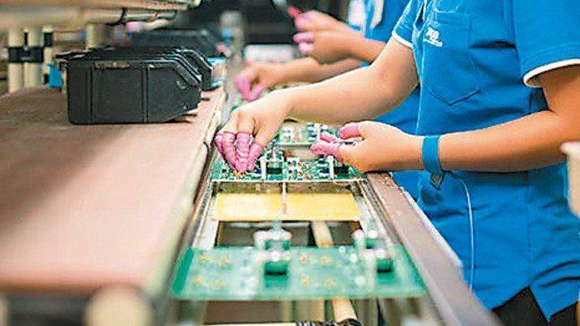 被動元件廠第2季獲利暴衝,主要受惠於積層陶瓷電容(MLCC)和晶片電阻的缺貨、漲...