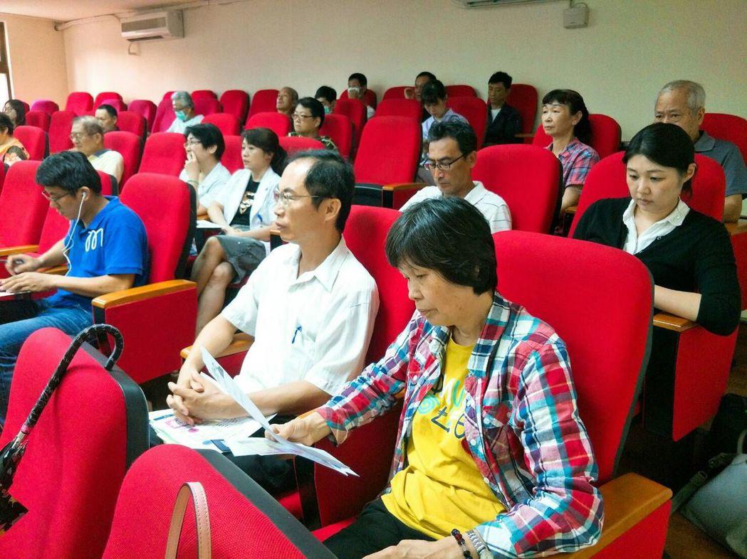 新竹榮民之家公務人員踴躍參與,以提升自主準備退休金的知識及能力。