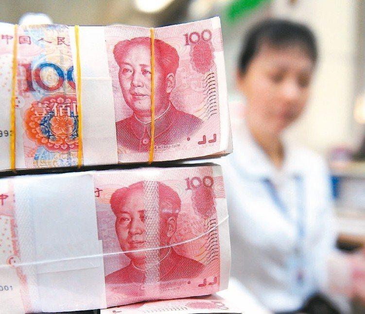 法人表示,中國不論是債券市場規模、境外投資人比重或人民幣做為儲備貨幣,都有大幅提...