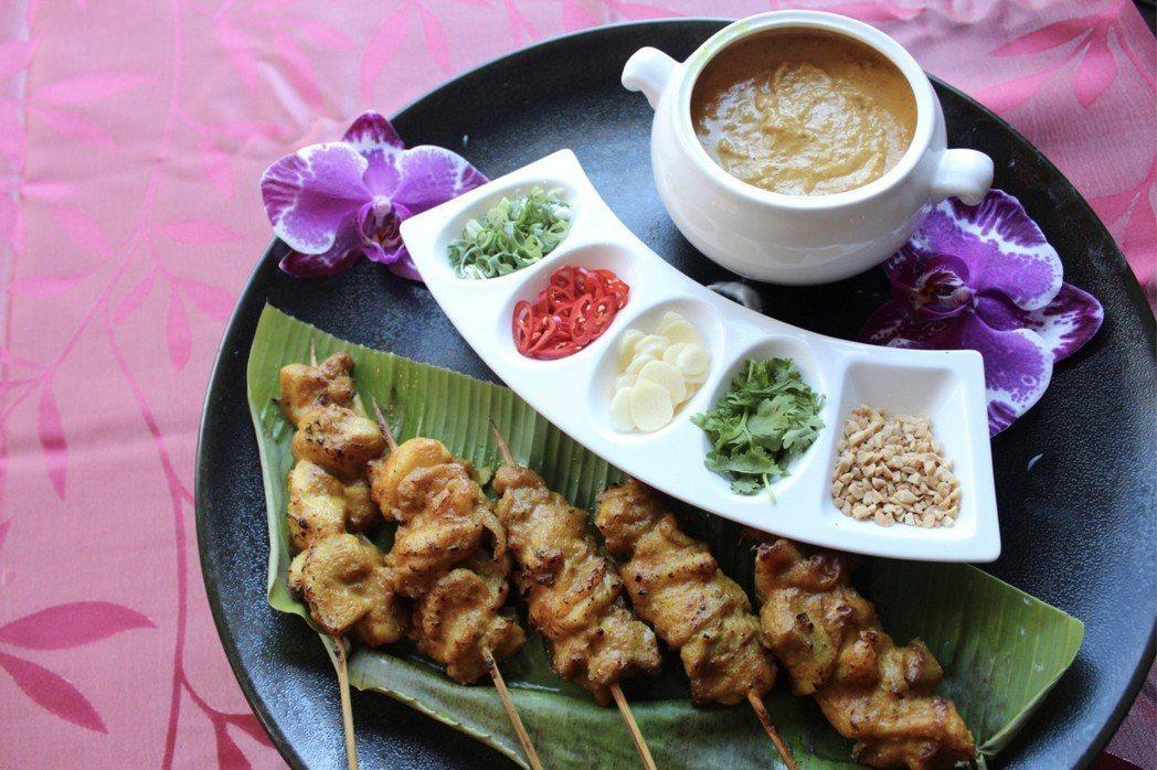 泰國著名的街角小吃「沙嗲雞肉串」。淡水福容飯店/提供