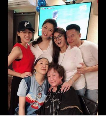 擁有「台灣最美歐巴桑」之稱的陳美鳳,41年前(1977年)出道,如今已62歲的她自曝當年剛進演藝圈的辛酸模樣,讓網友們感到非常不捨。陳美鳳日前生日,一堆親友替她慶生。她也藉此在臉書感謝。她更透露,當...