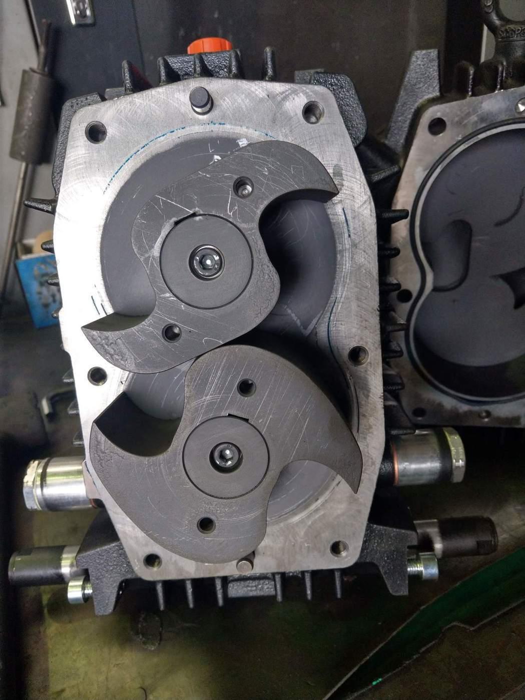 黑偉機械自力開發的「爪式壓縮機」,以1~2kg/c㎡的高壓輸送方式可達10米以上...