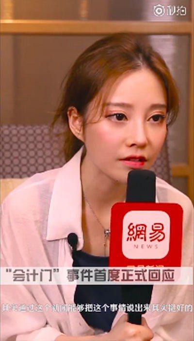 馮提莫本月2日在「網易娛樂」專訪時,首度承認收了男粉絲的打賞、禮物,澄清僅在公開...