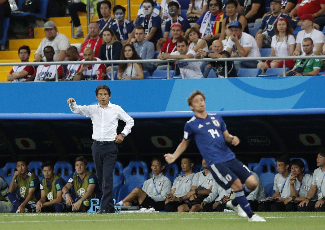 西野朗(左)接手後卻用他的魔法為日本隊帶來不同氣象。 美聯社