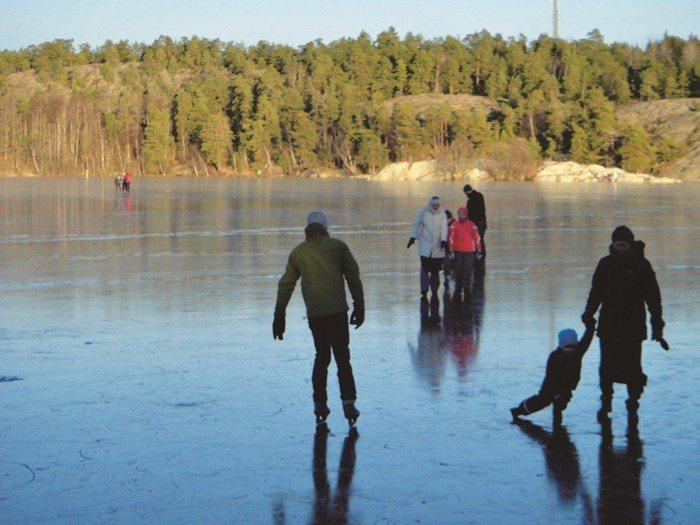 快樂的瑞典人在冬天有許多戶外活動。