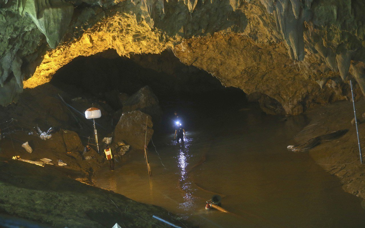 12名足球隊少年和教練被困的泰國北部拷龍穴岩洞。美聯社