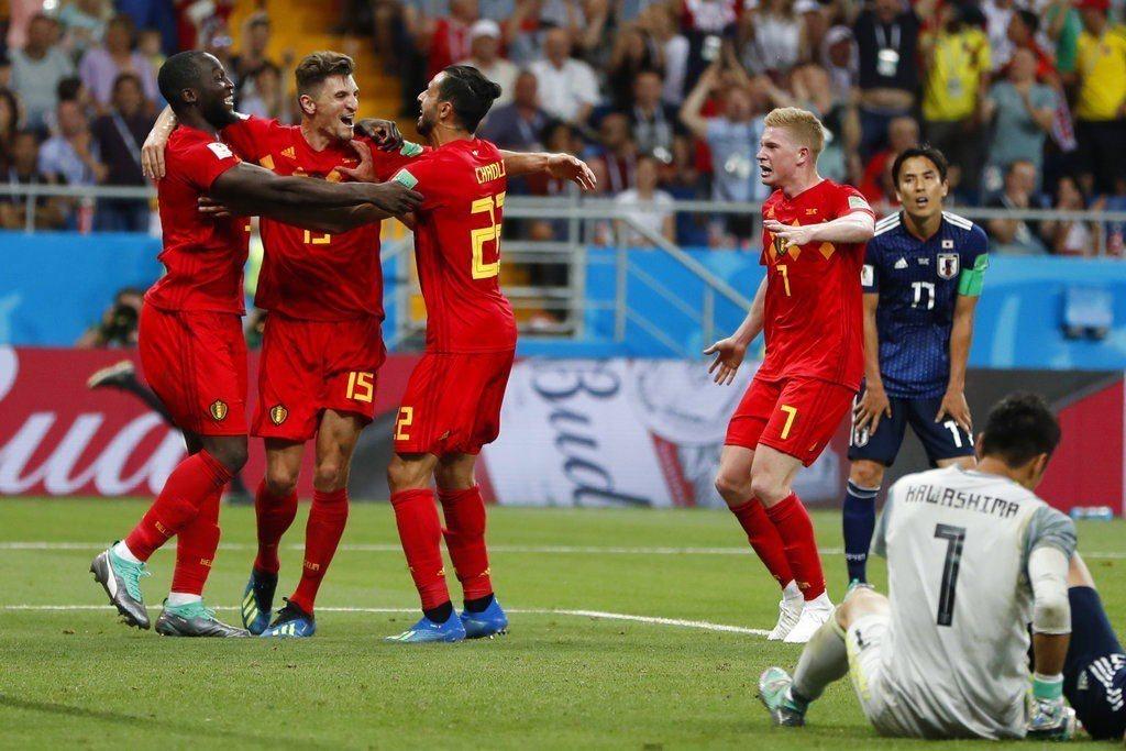 比利時3:2逆轉絕殺日本,比利時球員歡喜慶祝,日本球門呆坐一旁。美聯社