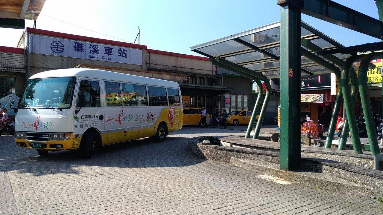 「台灣好行」暑假期間使用電子票證可享半價優惠。記者楊德宜/攝影