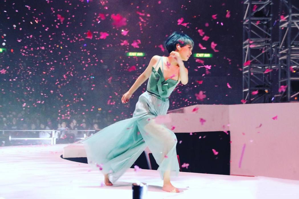 楊丞琳有深厚的舞蹈底子。圖/翻攝臉書