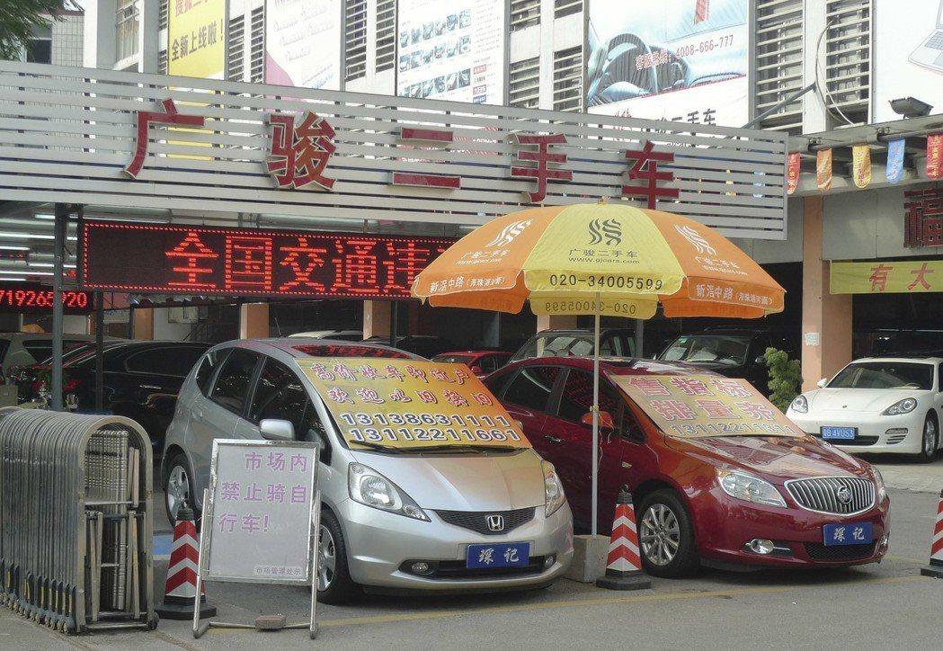 中國二手車(中古車)市場龐大,因汽車晶片欠缺,已有車商把腦筋動到高檔二手車上。 ...