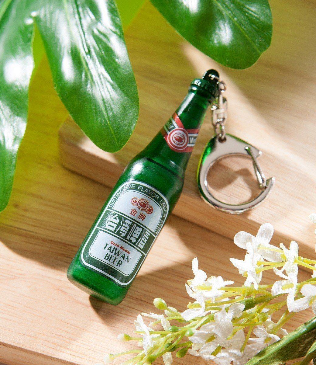 悠遊卡公司為倡導民眾「喝酒不開車、回家嗶悠遊」,特別製作立體造型的「金牌台灣啤酒...
