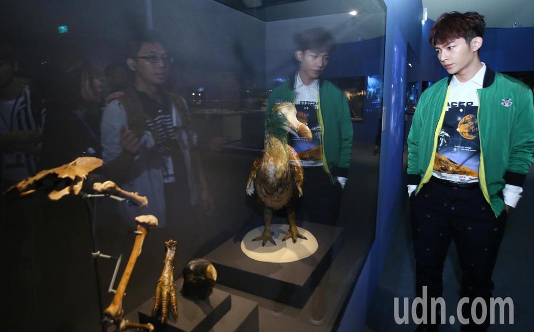 大英自然史博物館展開幕 炎亞綸分享看展心得。記者曾學仁/攝影