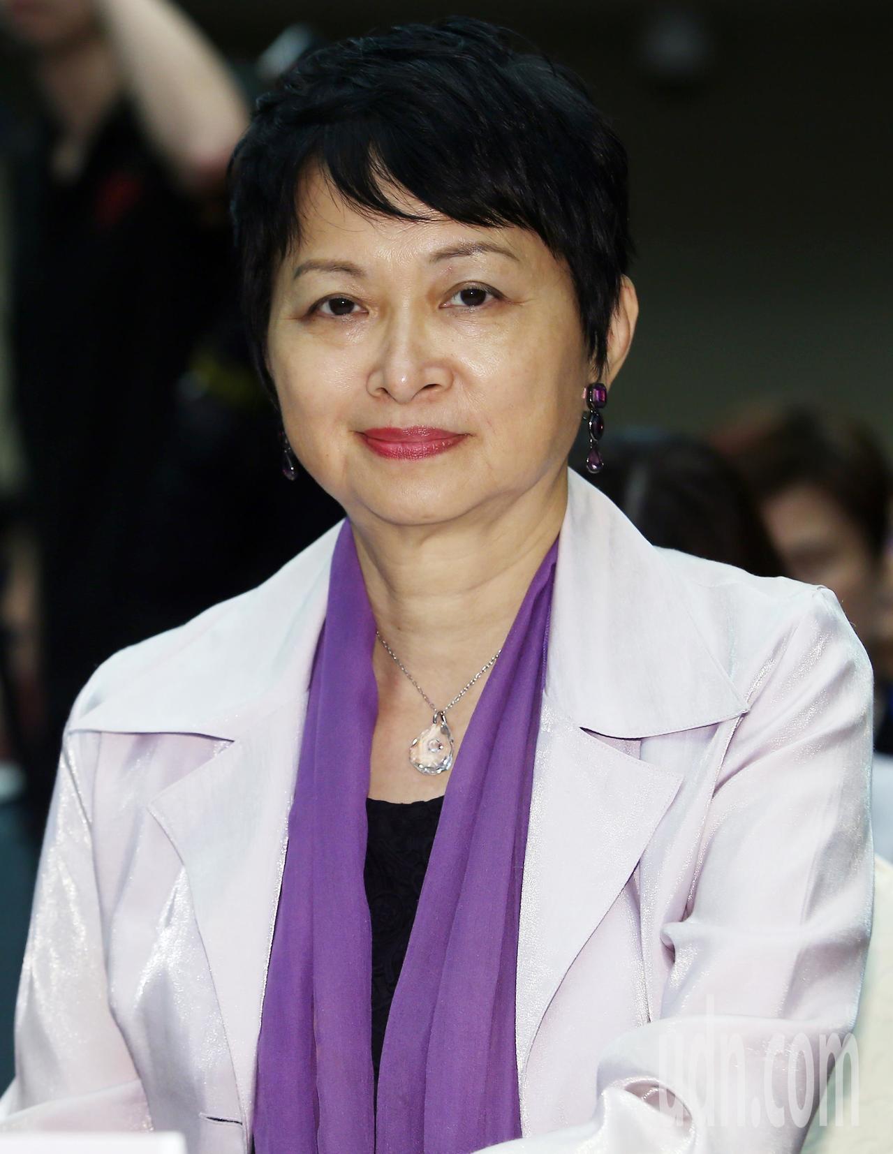 中華人力資源管理協會理事陳若玲以「如何善用專業女性,提升企業營運效率及競爭力」為...