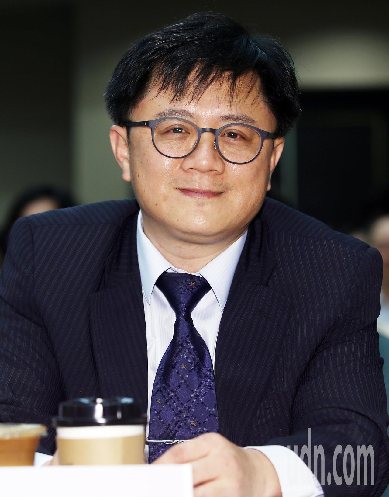 台灣員工協助專業協會理事長李志鴻以「多元工作模式、提升企業績效管理,營造工作生活...